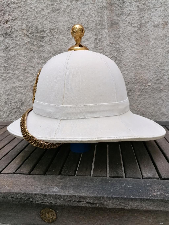 Série casques coloniaux de parades Britannique.. De l'orfèvrerie. Collec. perso Img_2462