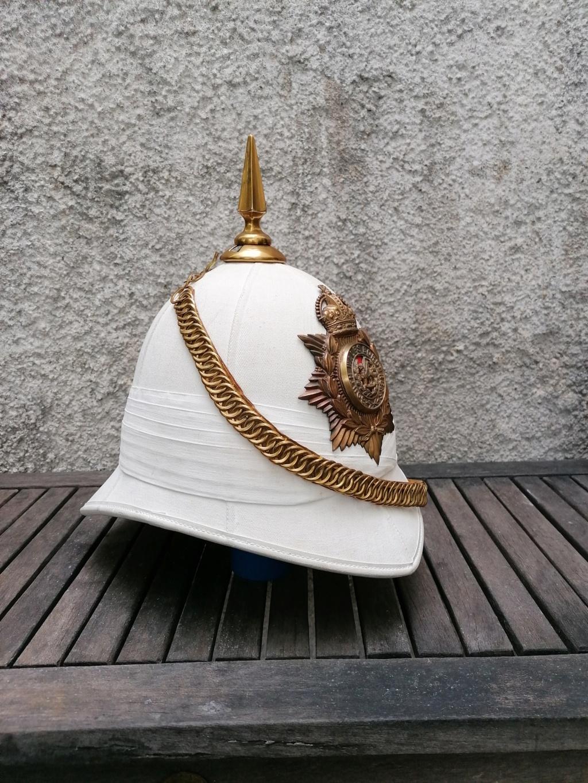 Série casques coloniaux de parades Britannique.. De l'orfèvrerie. Collec. perso Img_2467