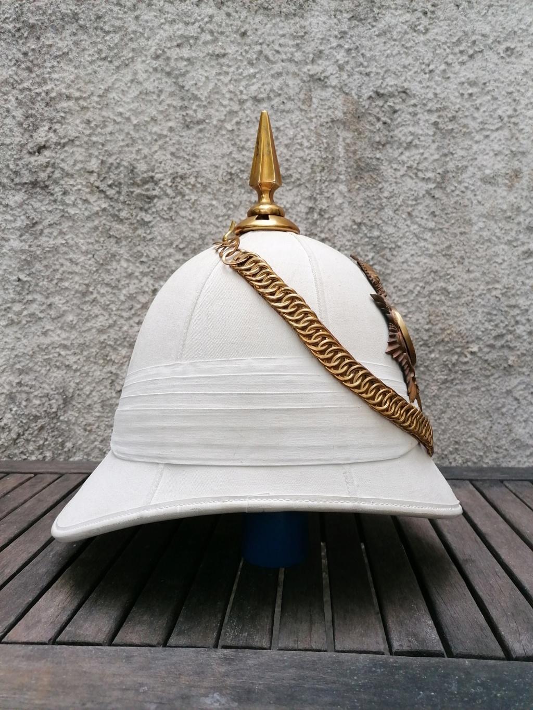 Série casques coloniaux de parades Britannique.. De l'orfèvrerie. Collec. perso Img_2468