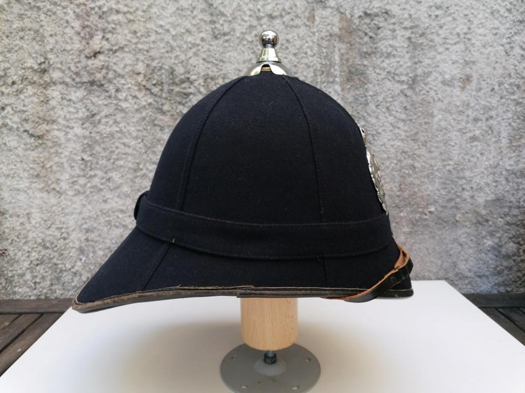 Série casques coloniaux de parades Britannique.. De l'orfèvrerie. Collec. perso Img_2477