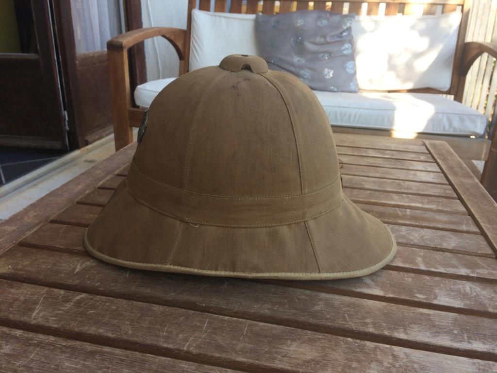 Pour qui aime les casques coloniaux. Petite histoire Img_2714