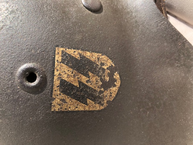 Insigne casque m42 huilée  Img_0110
