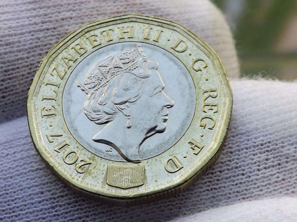 1 Libra de 2.017 de Gran Bretaña. En guerra contra la falsificación. Dscf7225