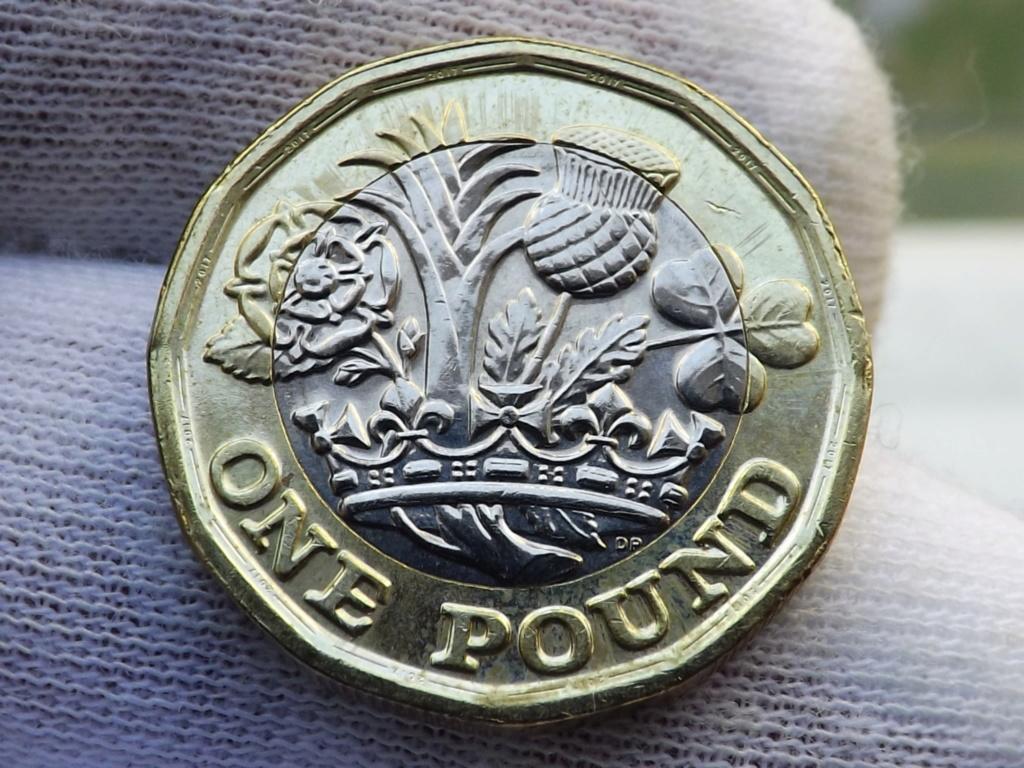 1 Libra de 2.017 de Gran Bretaña. En guerra contra la falsificación. Dscf7226