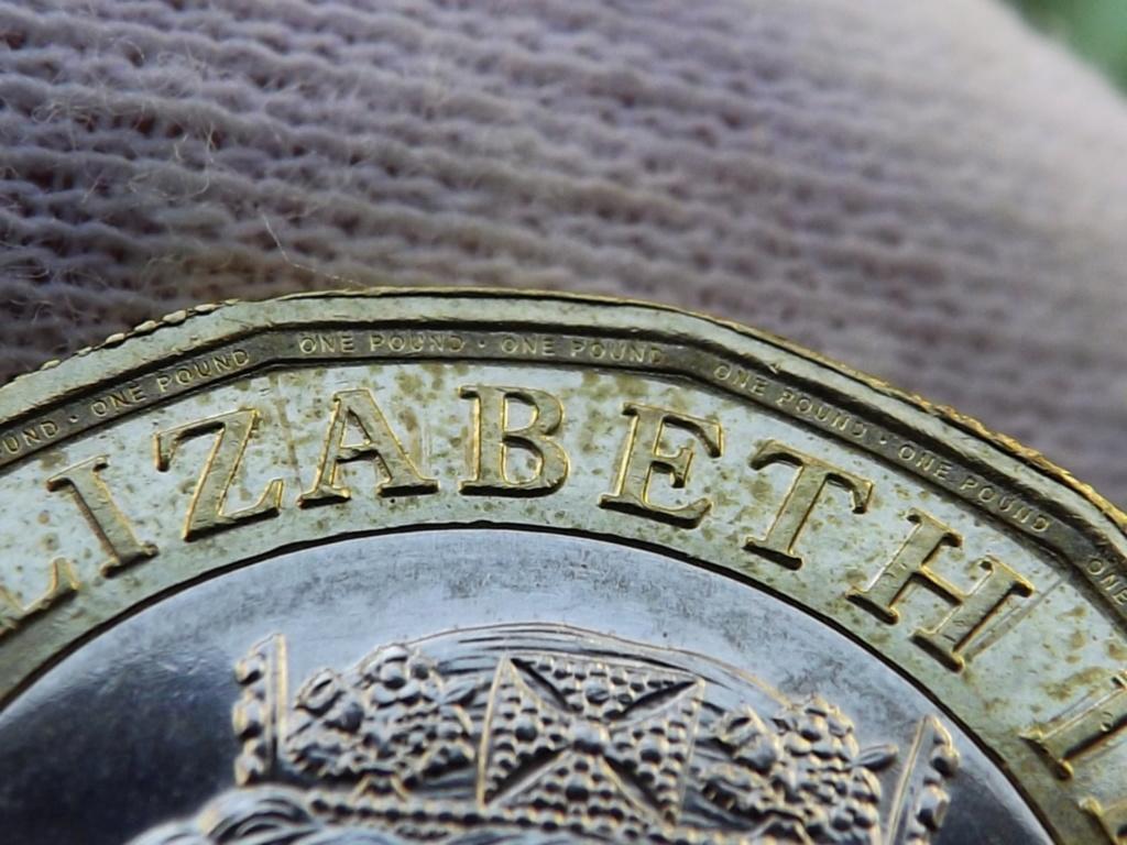 1 Libra de 2.017 de Gran Bretaña. En guerra contra la falsificación. Dscf7228