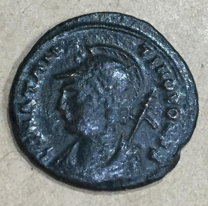 AE3 conmemorativa de Constantinopolis. Victoria estante a izq. sobre proa. Tesalónica.. Img_e012