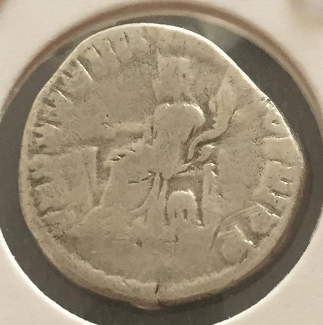 Denario de Marco Aurelio. TR P XXXIIII IMP X COS III P P. Fortuna sentada a izq. Roma Img_e913