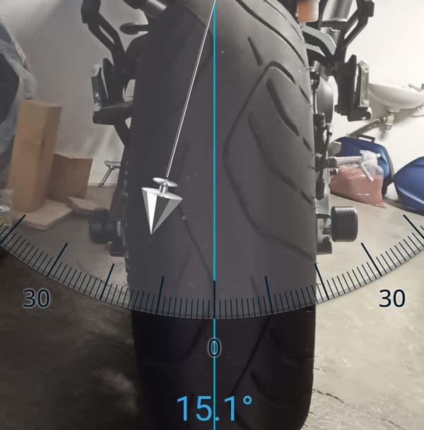 Inclinaison de la moto sur la béquille latérale... Angle_10
