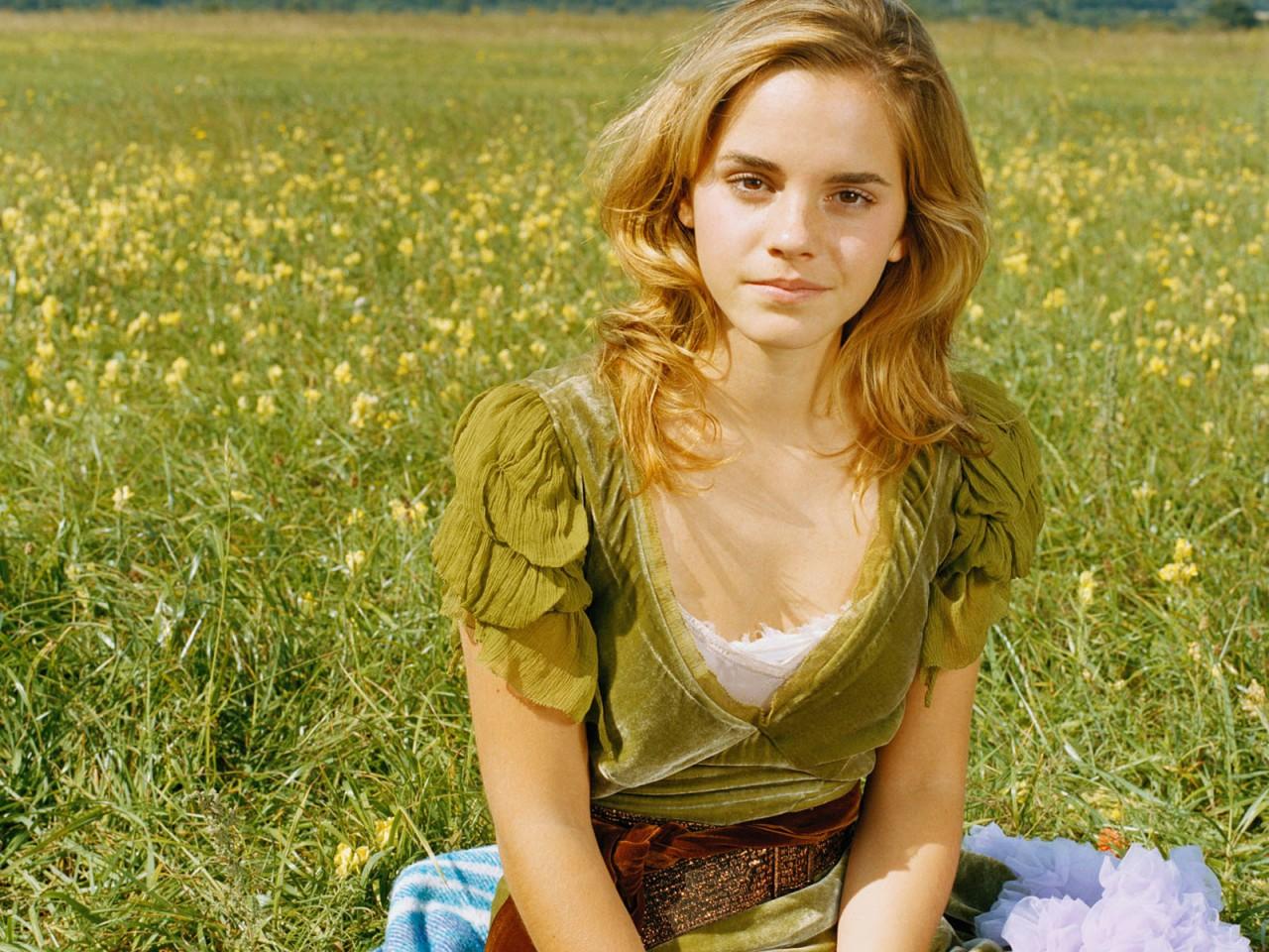 Emma Watson - Page 3 Emma_w23