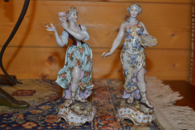 Paire de statuettes figurant les Muses Thalie Masque ? E/A Muller Allemagne? Vers 1900 ?  Dsc_2438