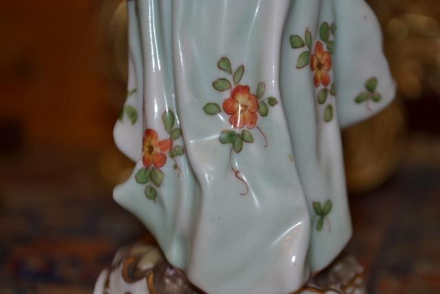 Paire de statuettes figurant les Muses Thalie Masque ? E/A Muller Allemagne? Vers 1900 ?  Dsc_2613