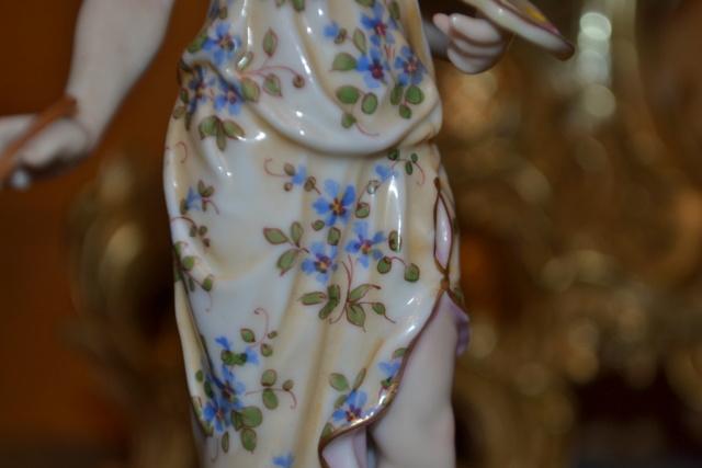 Paire de statuettes figurant les Muses Thalie Masque ? E/A Muller Allemagne? Vers 1900 ?  Dsc_2617
