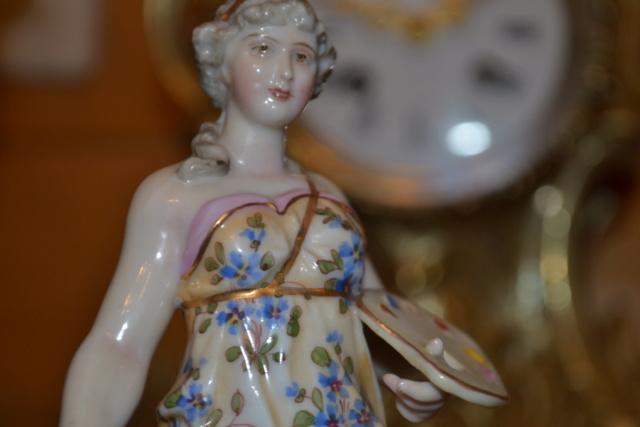 Paire de statuettes figurant les Muses Thalie Masque ? E/A Muller Allemagne? Vers 1900 ?  Dsc_2618