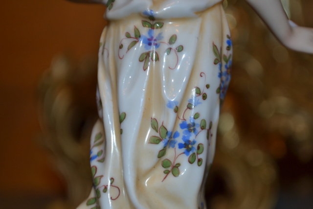 Paire de statuettes figurant les Muses Thalie Masque ? E/A Muller Allemagne? Vers 1900 ?  Dsc_2620