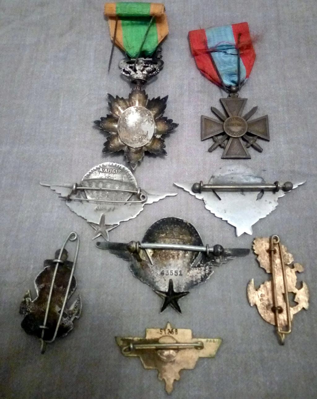 Un petit lot médailles et insignes INDO... Img_2288