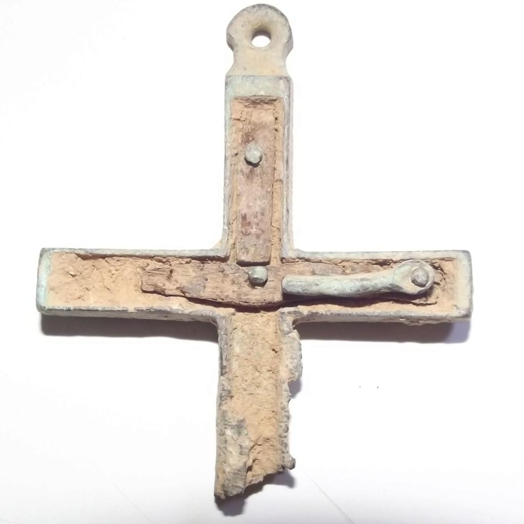 ¿Se pude identificar? Cruz rota metal y madera. Dscf3119