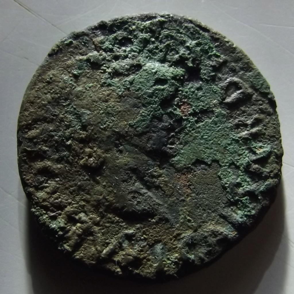 As de Tarraco, época de Tiberio. DIVVS AVGVSTVS PATER C V T T R. Busto radiado de Augusto a dcha. Dscf3313