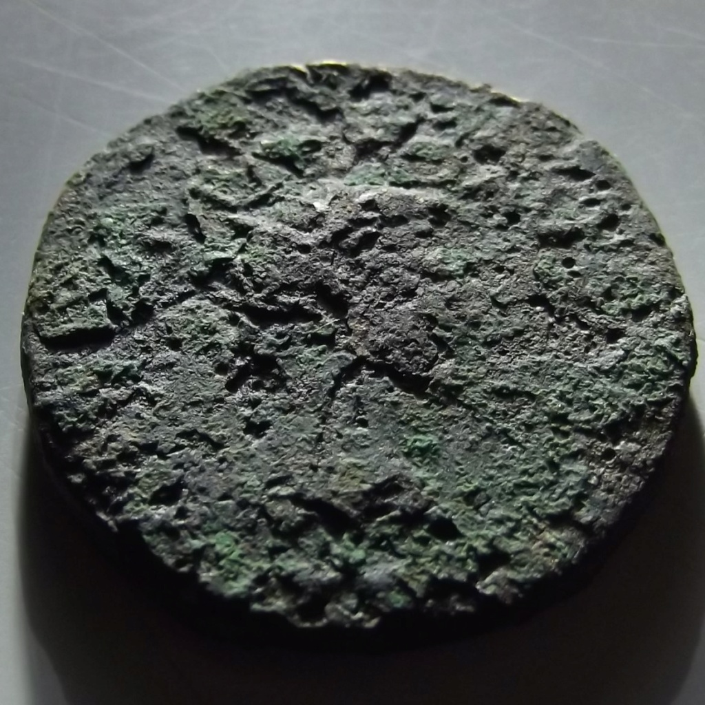 As de Tarraco, época de Tiberio. DIVVS AVGVSTVS PATER C V T T R. Busto radiado de Augusto a dcha. Dscf3315