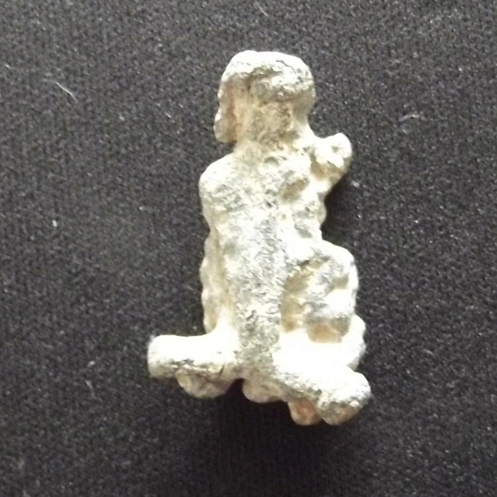 ¿Figurita antigua o simplemente trozo de metal? Dscf3811