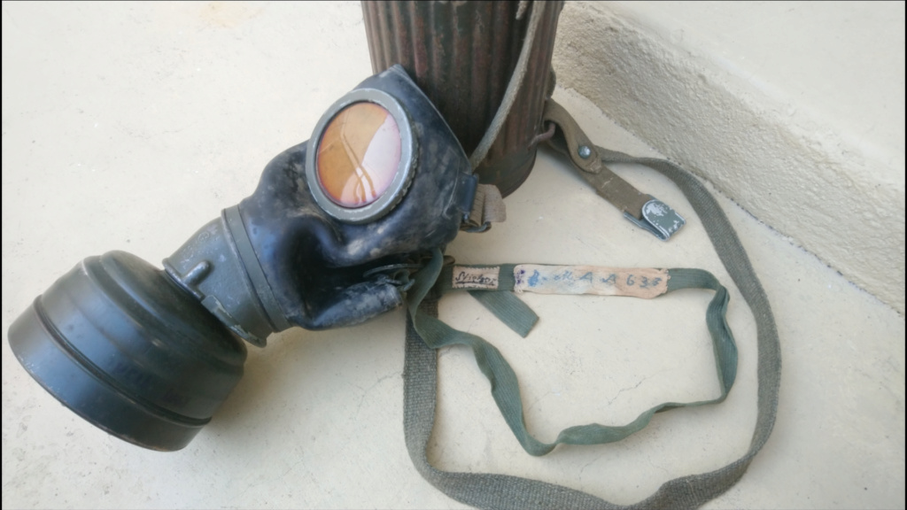 Masque à gaz KRIEGSMARINE from Venise (italy)  Scree221
