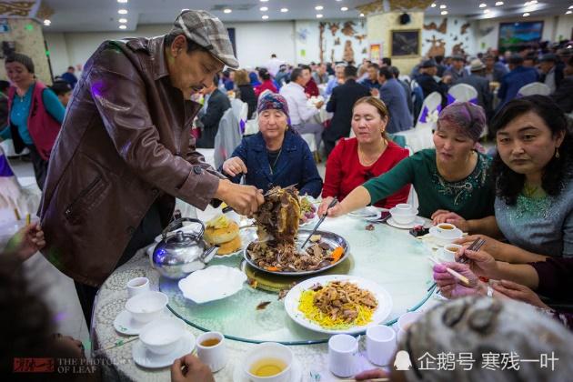 """""""Đột nhập"""" dân tộc hạnh phúc nhất thế giới – không có ăn mày, không có trẻ mồ côi 292-1510"""