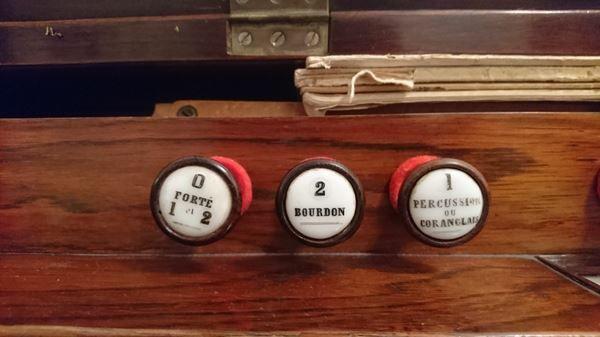 Conseils pour l'achat d'un harmonium Alexan12