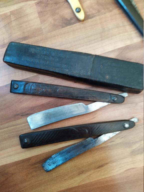 Besoin d'aide pour 4 très anciens rasoirs Img_2154