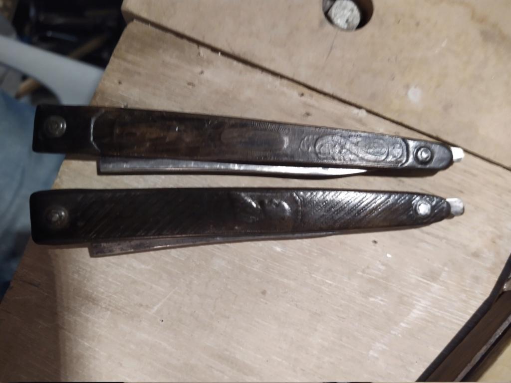 Besoin d'aide pour 4 très anciens rasoirs Img_2164