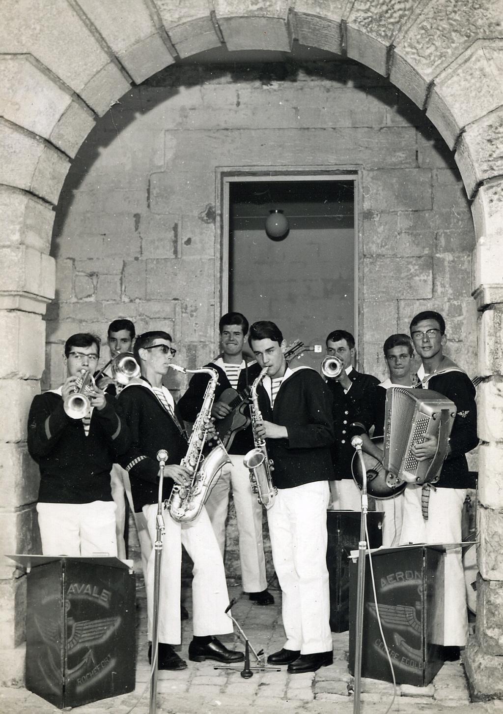 [La musique dans la Marine] Les fanfares des écoles... - Page 3 Orches14