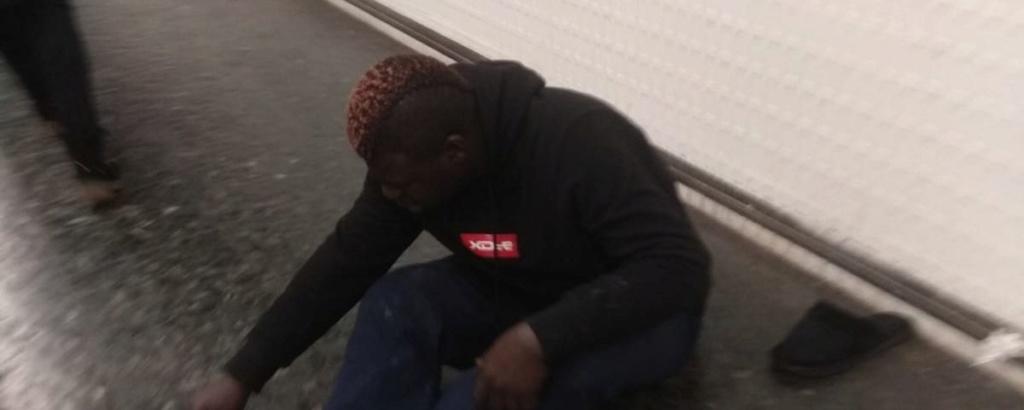 Mendigo africano ataca de nuevo en el metro de Barcelona. Ha dejado inconsciente a un compañero de un cabezazo. Photo-10