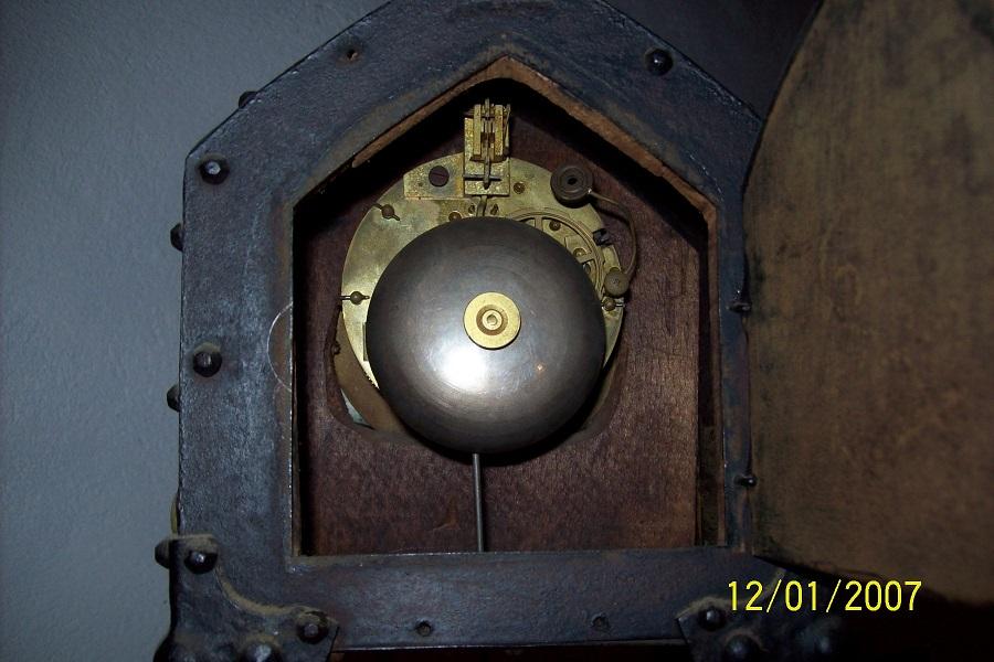Pendule avec un petit coté Art Nouveau Pendul11