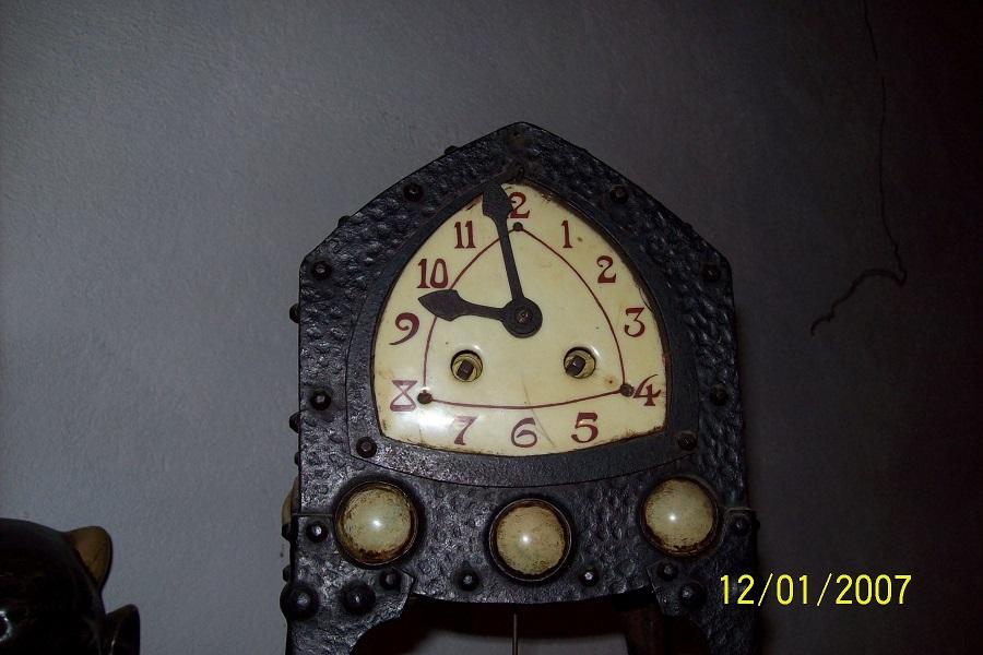 Pendule avec un petit coté Art Nouveau Pendul12