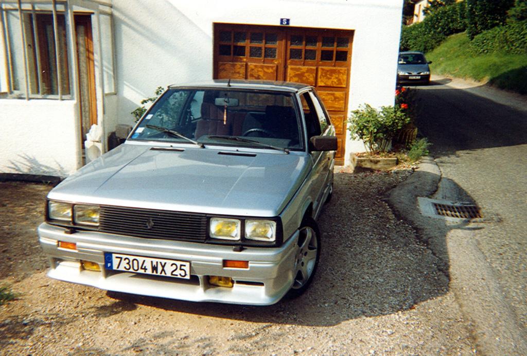 Photos de quelques anciennes............voitures! - Page 3 410
