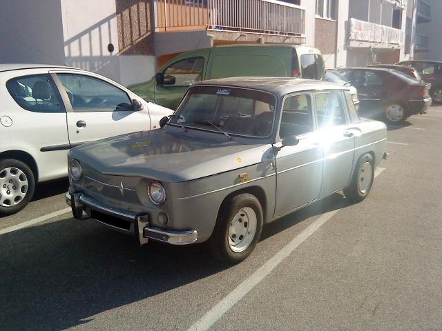 Photos de quelques anciennes............voitures! - Page 4 Dsc00210