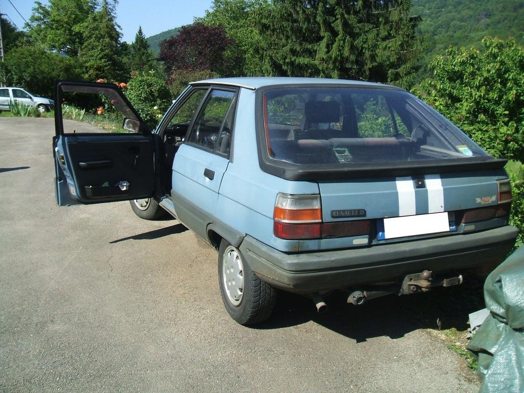 Photos de quelques anciennes............voitures! - Page 4 Dscf9410