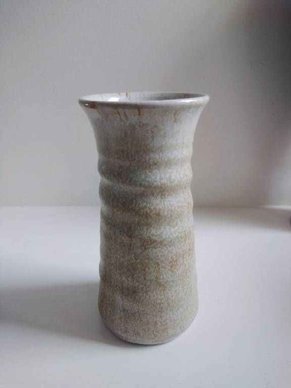 Nice vase but can't make out name on bottom! 20210326