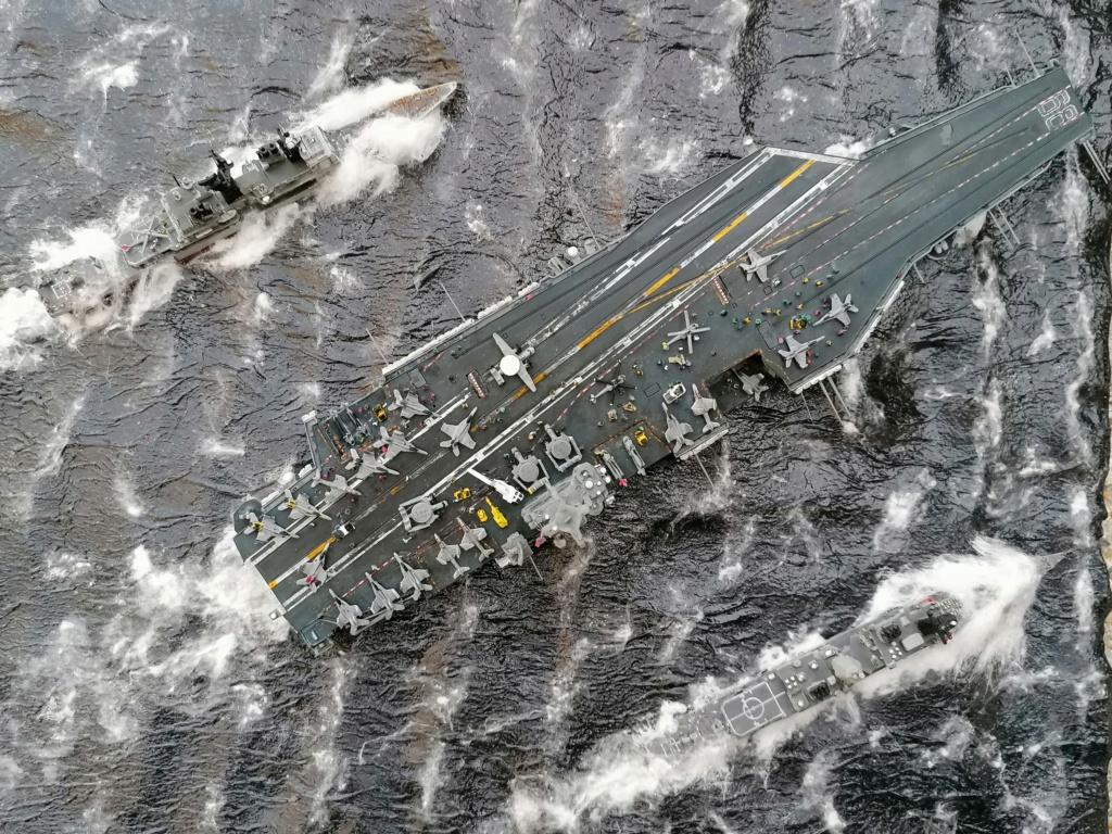 USS Nimitz 1/1200 Revell Img_2041