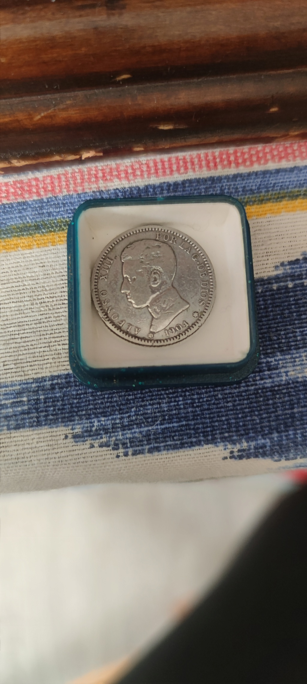 Tienen valor estas monedas? Img_2012