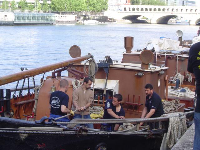 [Marine à voile] LA BOUDEUSE A PARIS Dsc02011