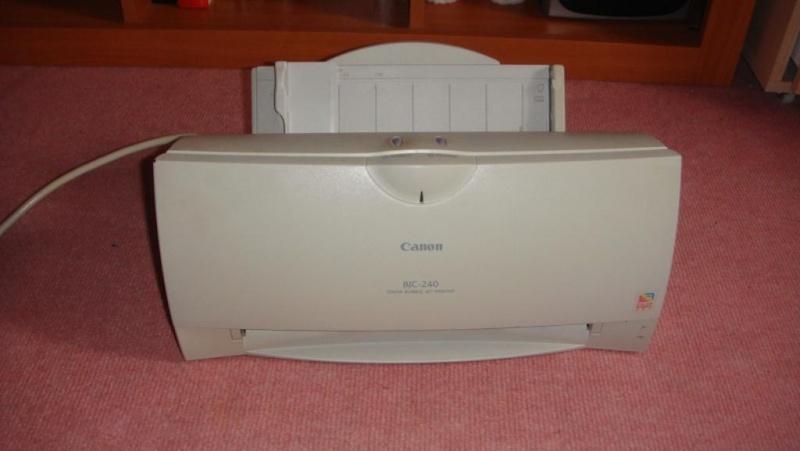 A vendre au profit de l'association : TV + scanner Dsc02823