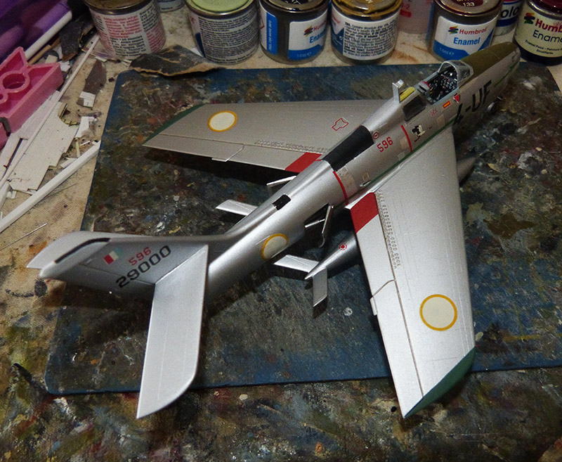 (MPC - Airfix) Republic F-84 F Thunderstreak- EC 2/4 La Fayette. - Page 2 F84_8810