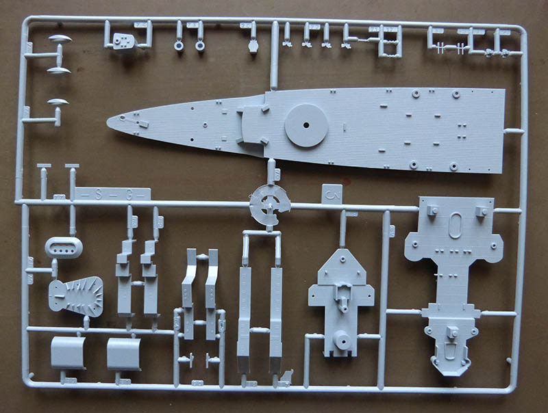 "Fil rouge 2020 : (Heller) Croiseur lourd ""Graf Spee"" - 1/400. Grafsp13"