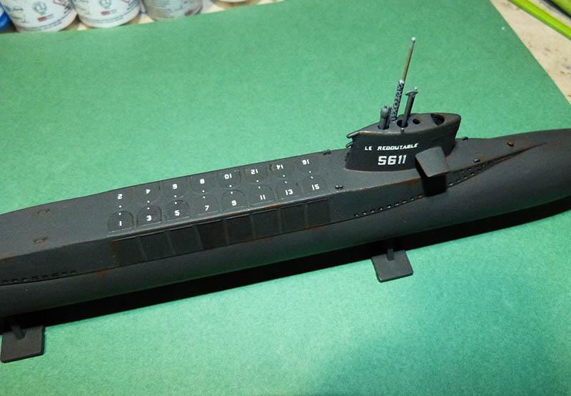 Sous-marin nucléaire lanceur d engins SNLE REDOUTABLE HELLER Réf  KIT 71241 Redout17