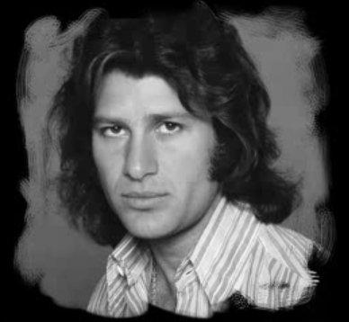 Chanteur Français (Mike Brant) Mike-b17
