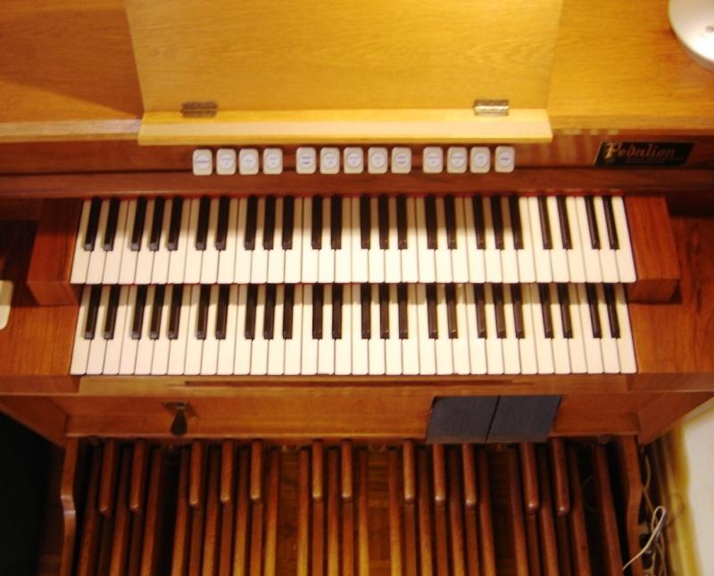 Un reedorgan Pedalion Van den BurgII/P 9 registres, 7 jeux Pedali10