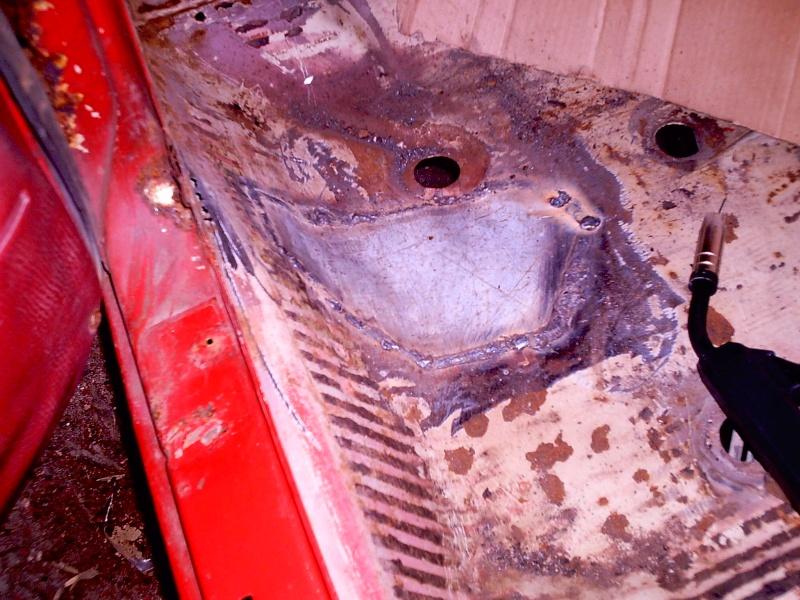 rouille trous rebouchage soudure....sauvetage du delvan Travau13