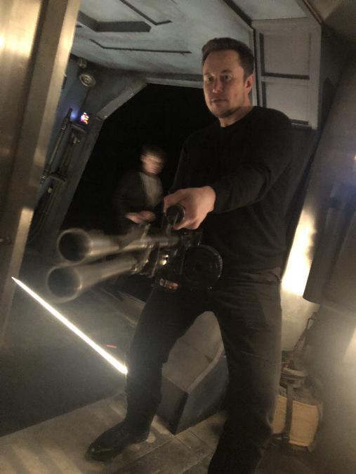 Les NEWS de la série Star Wars The Mandalorian Elon_010