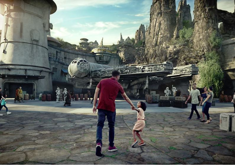 Millennium Falcon: Smuggler's Run - Star Wars: Galaxy's Edge Ewfalc10