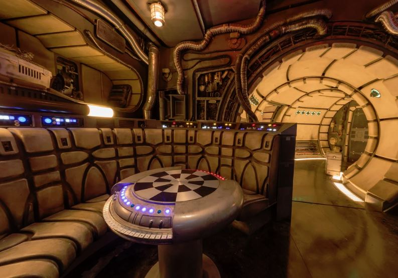 Millennium Falcon: Smuggler's Run - Star Wars: Galaxy's Edge Ewfalc12
