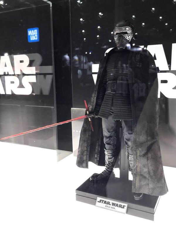 Star Wars Kylo Ren 1/6th Collectible Figure - Hot Toys Hot-to10